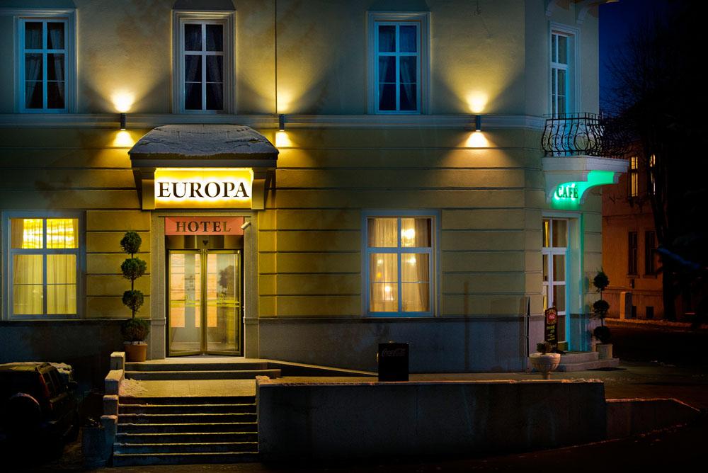 hotel-europa-nočný-vstup-foto