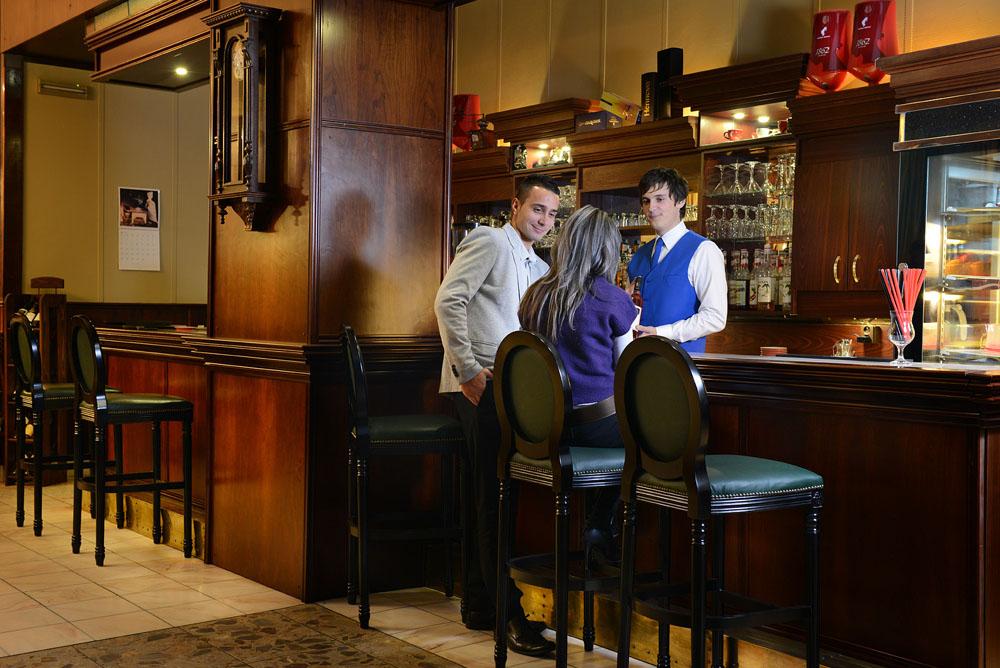 hotel-europa-spoločenský-večer-bar-rande-foto3
